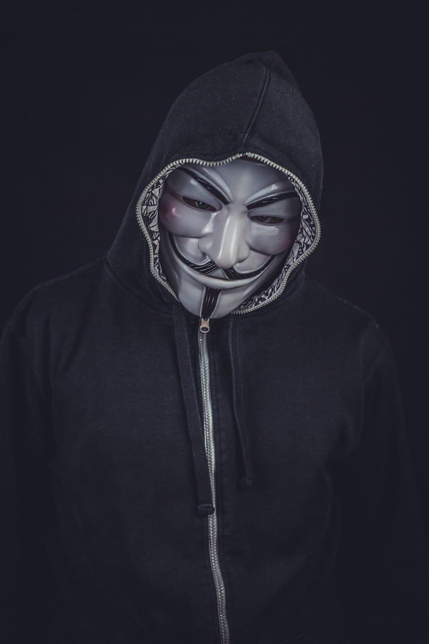 Qué hace un hacker y un cracker